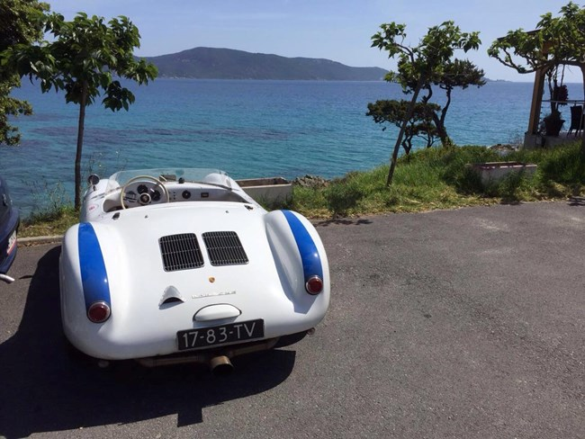 Porsche 550 Spyder at the sea